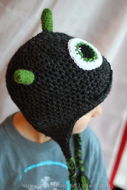 Learn to crochet a child's hat