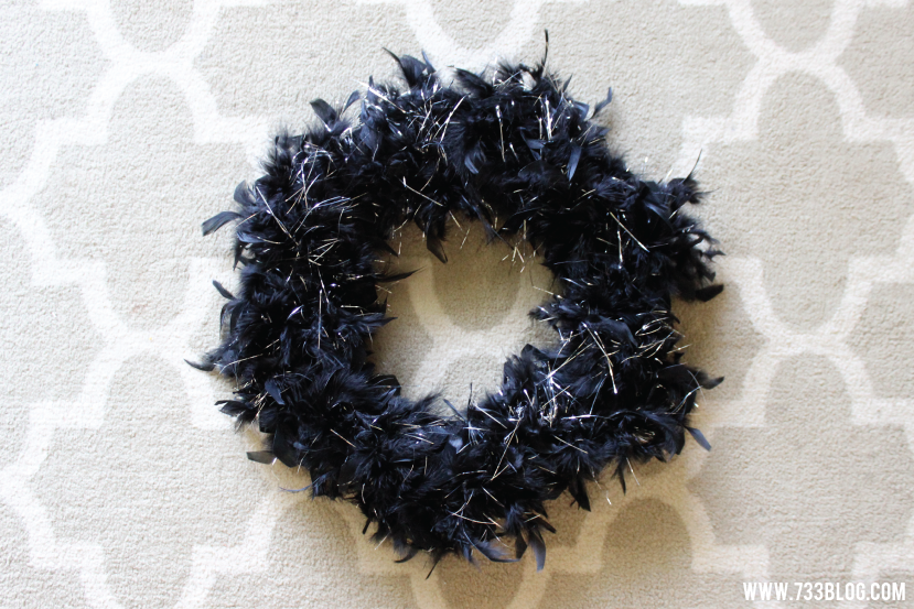 DIY Halloween Feather Wreath