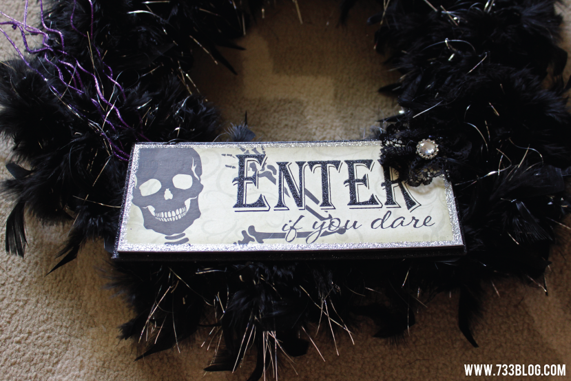 DIY Halloween Feather Wreath