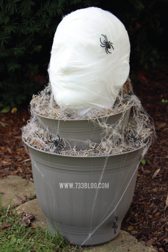 Easy Halloween Decor: Foam Head Mummy Topiary