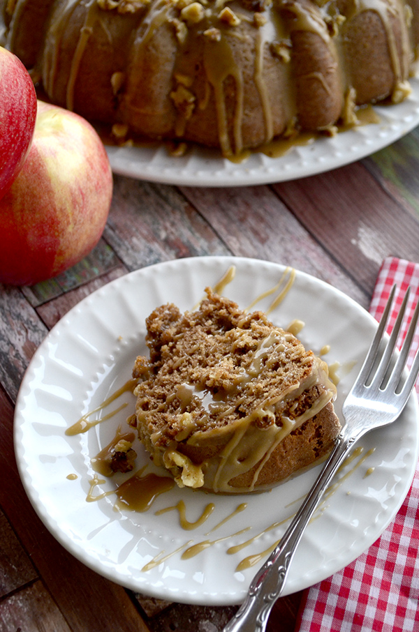 Amazingly delicious Caramel Apple Bundt Cake! This is a do not miss #fallrecipe