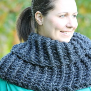 Outlander Claire Inspired Cowl – Free Crochet Pattern