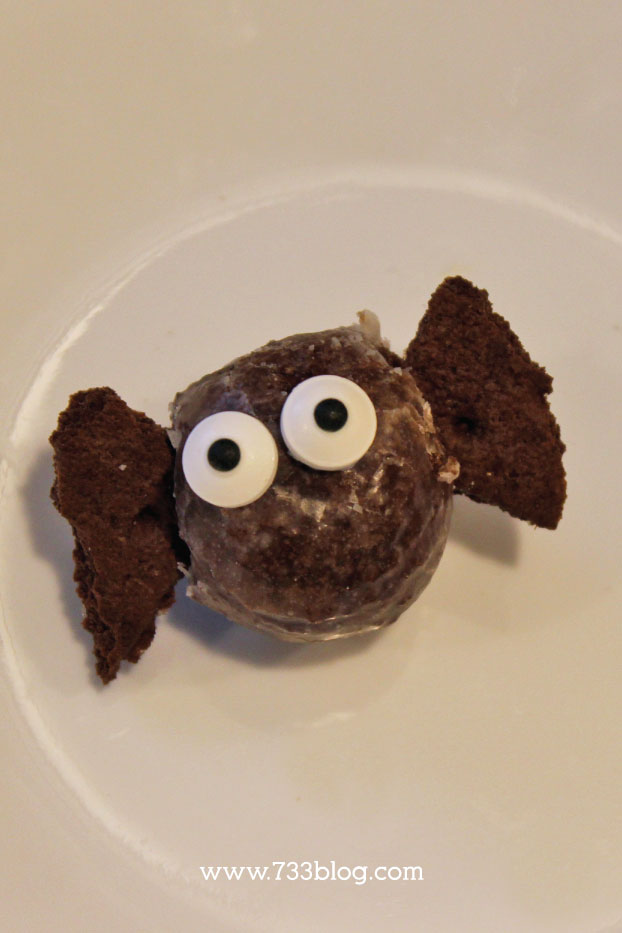 DIY Bat Doughnut Hole Pop