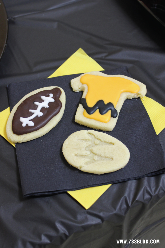 DIY Charlie Brown Themed Sugar Cookies