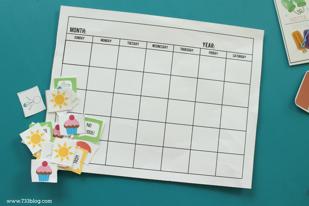 Pretend Play Printable school Kit includes grade books, report card, attendence, spelling sheets, calendar and more!