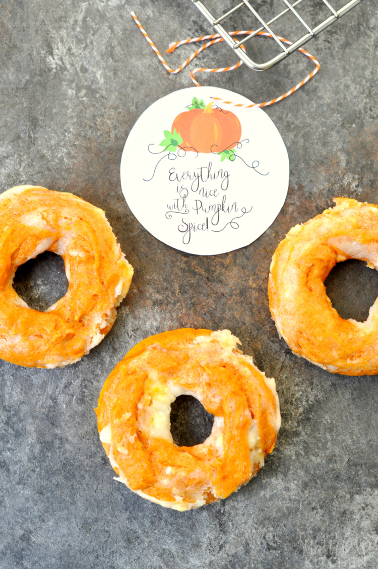 """Everything's nice with Pumpkin Spice"" Free Printable Gift Tag plus a delicious Pumpkin Spice Cheesecake Donut Recipe"