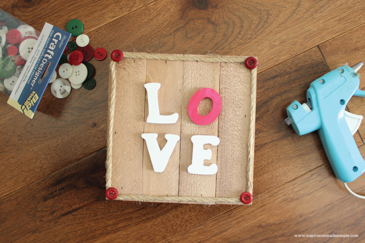 DIY Valentine's Day Pallet Sign