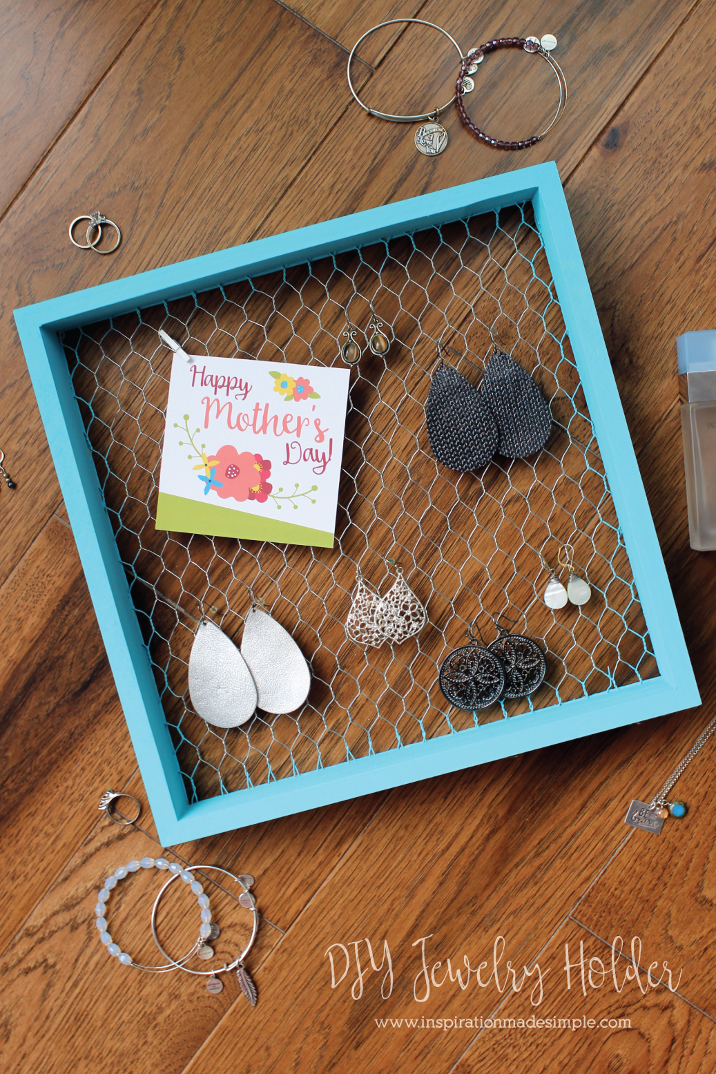 DIY Chicken Wire Jewelry Holder