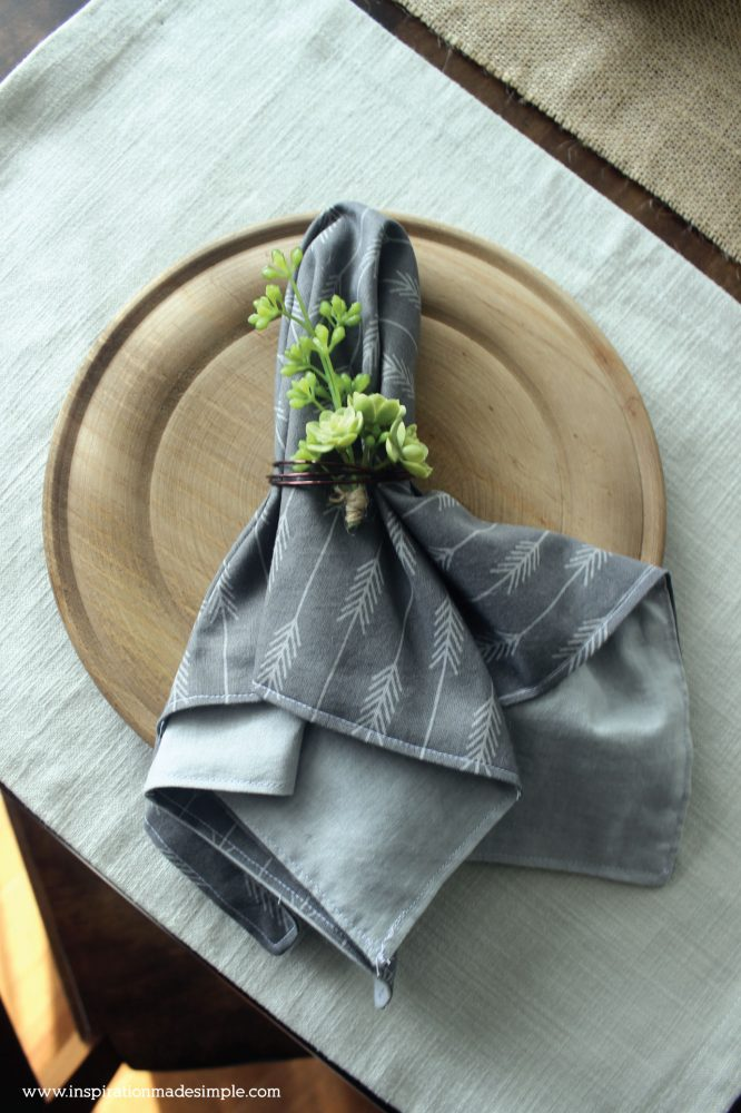 Rustic Dining Tablescape with DIY Fat Quarter Reversible Napkins