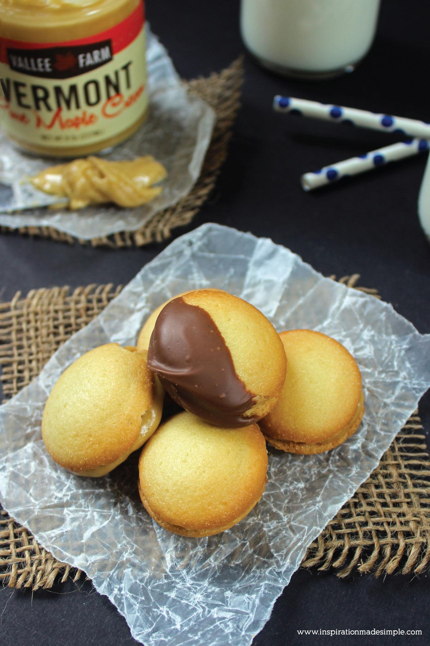 Chocolate Maple Cream Vanilla Wafer Sandwiches - a deliciously sweet dessert cookie!