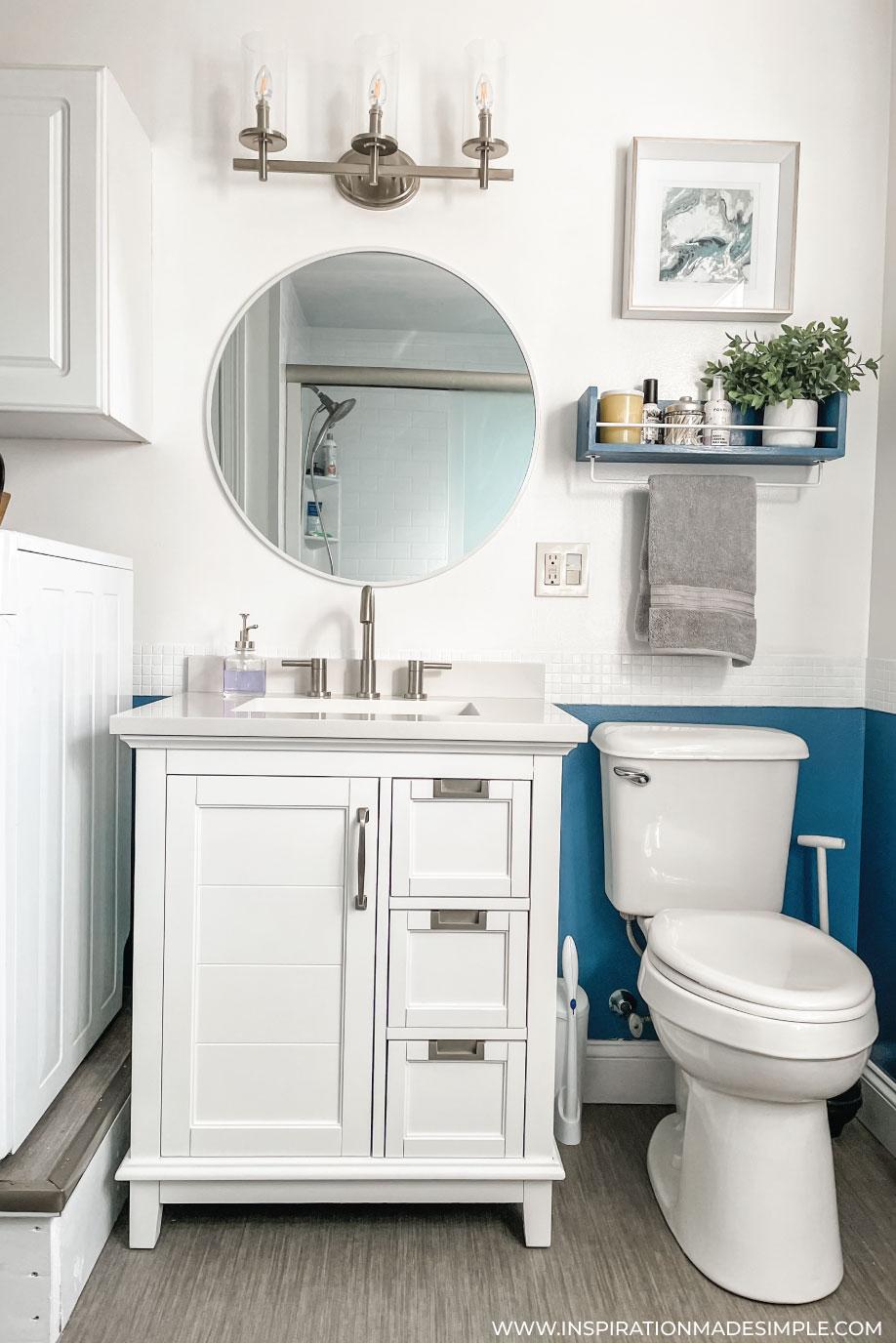 Updated Farmhouse Style Bathroom